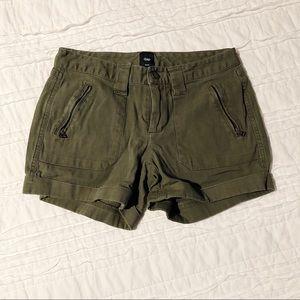 Gap - Mid Rise Shorts
